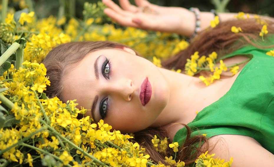 girl-1319114_960_720