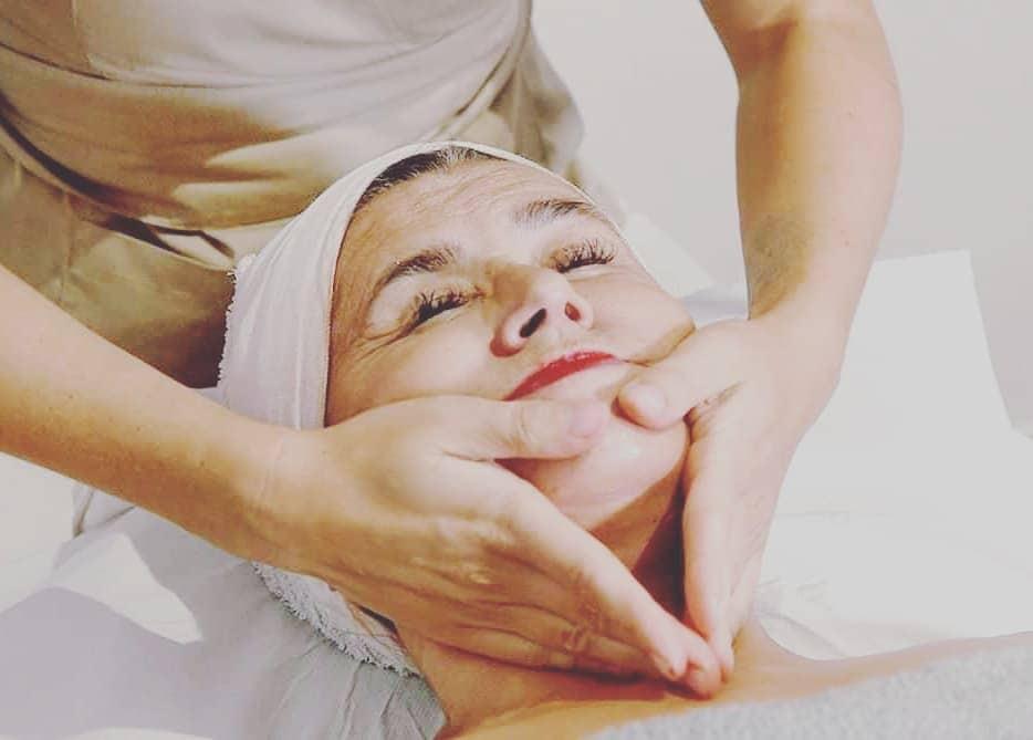 Isprobali smo bukalnu masažu - prirodni tretman koji doslovno transformira oval i konture lica
