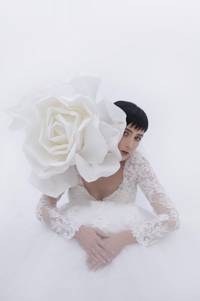 """""""White Christmas"""": Duet raskošnih vjenčanica i večernjih haljina iz Angels Wedding"""