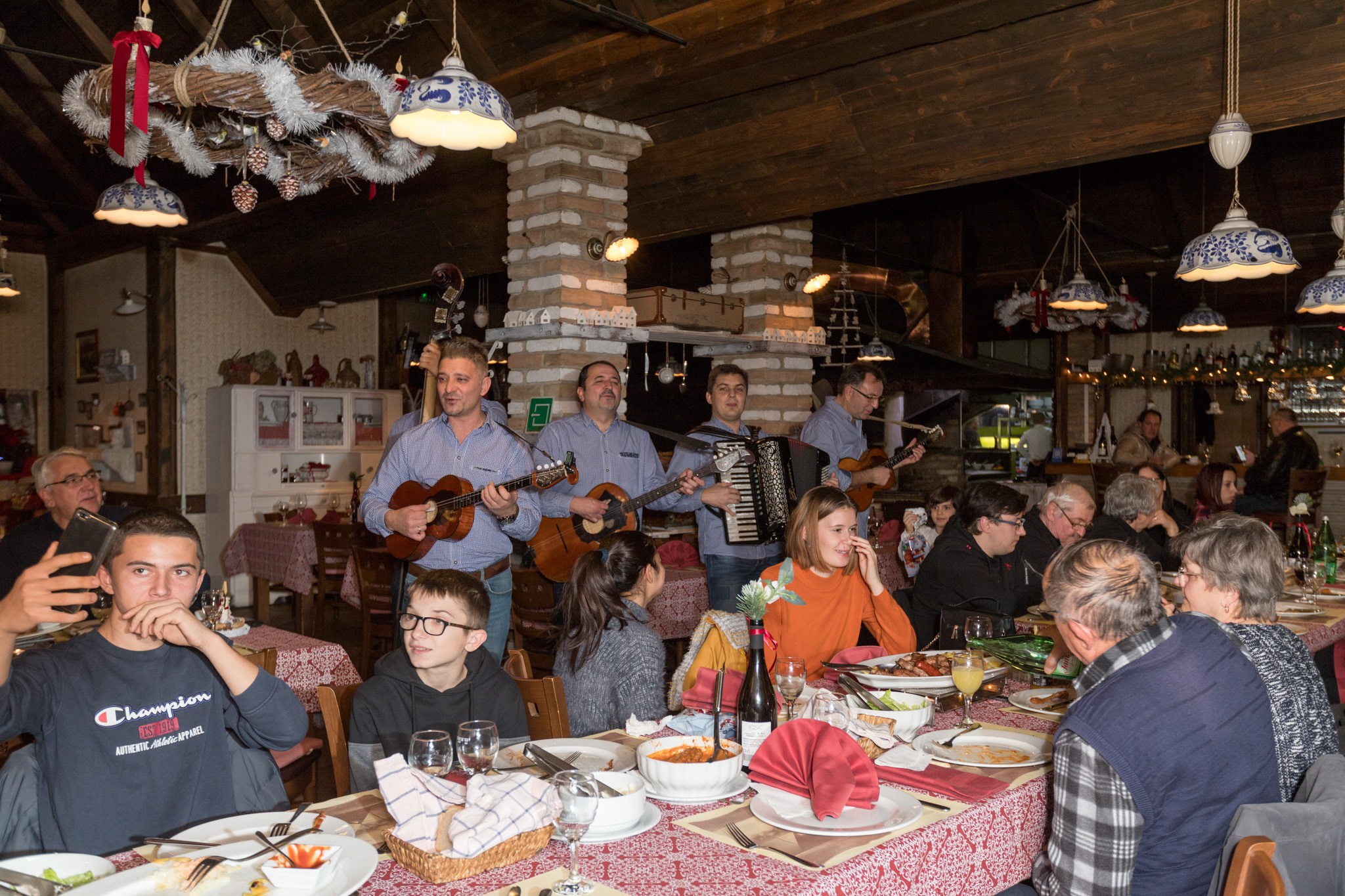 Sjajna priča iz Hrvatske! Baranjac razveselio udomljenu djecu i njihove udomitelje pa oduševio cijelu zemlju