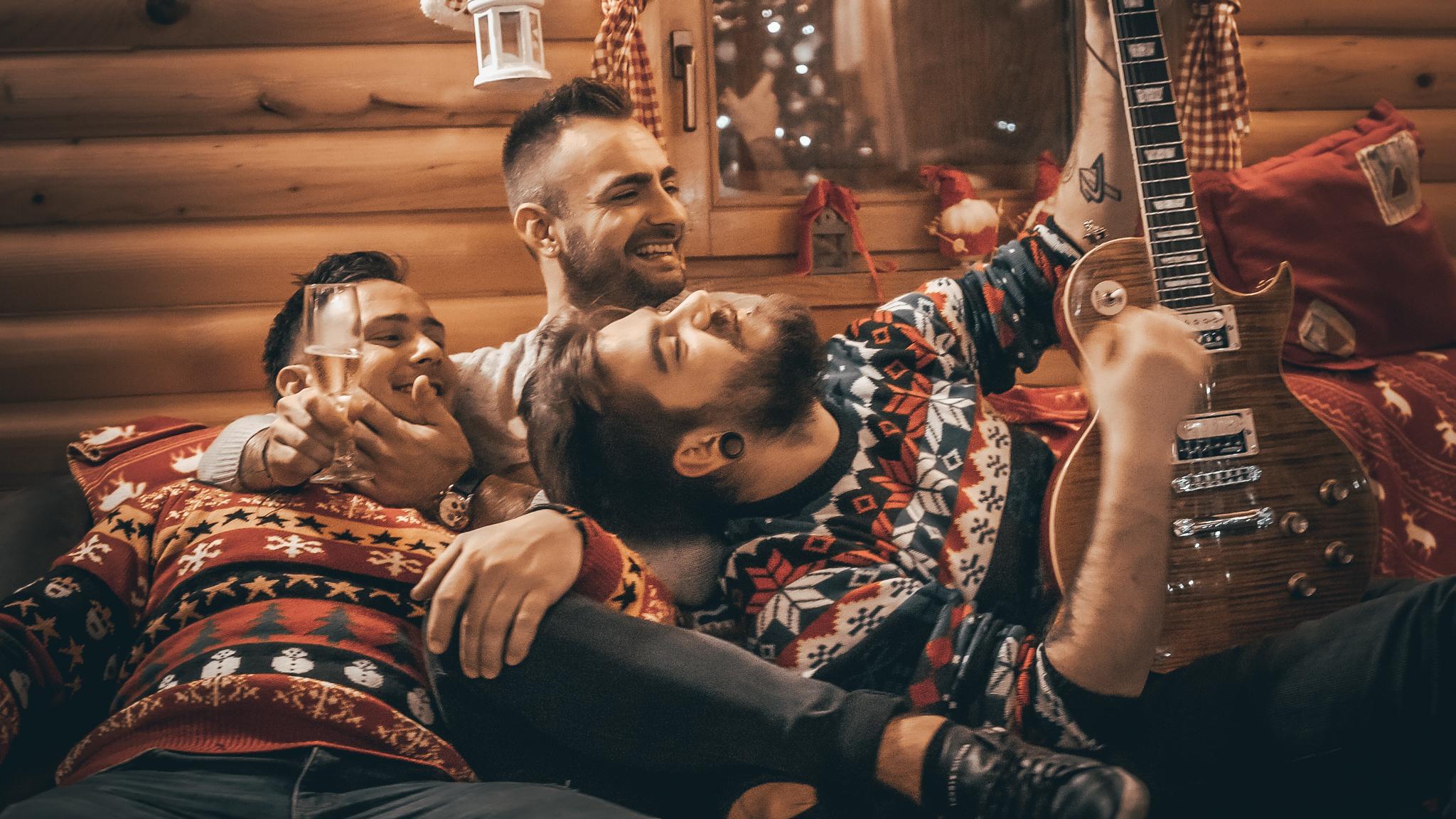 Ovo je najbožićnija hrvatska pjesma, lako ulazi u uho, a u spotu se pojavio i popularni Lujo