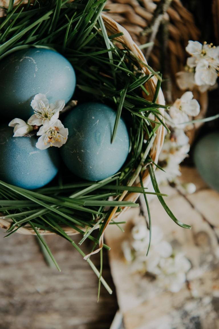 Domaćica savjetuje: Prirodno bojanje jaja ljubičastim kupusom