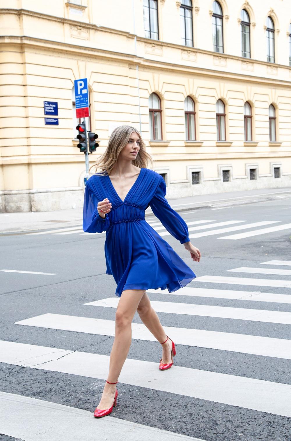Aleksandra Dojčinović predstavlja haljinu u boji sezone!