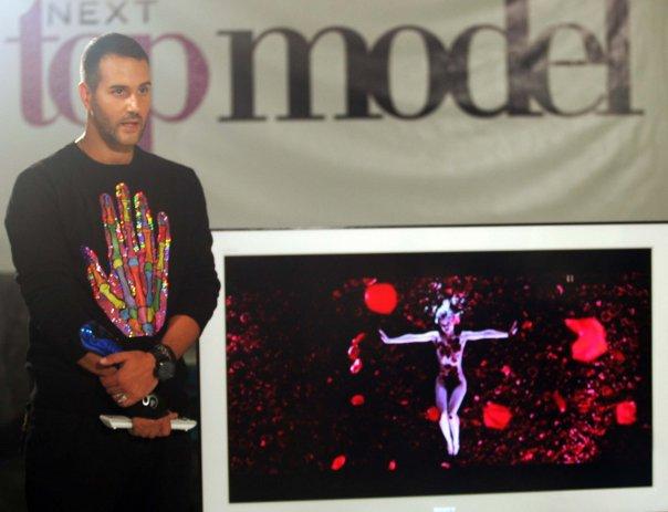 """Anastasios Sofroniou - svestrani umjetnik svjetskoga glasa donosi kostime na pozornicu """"Zajca"""""""
