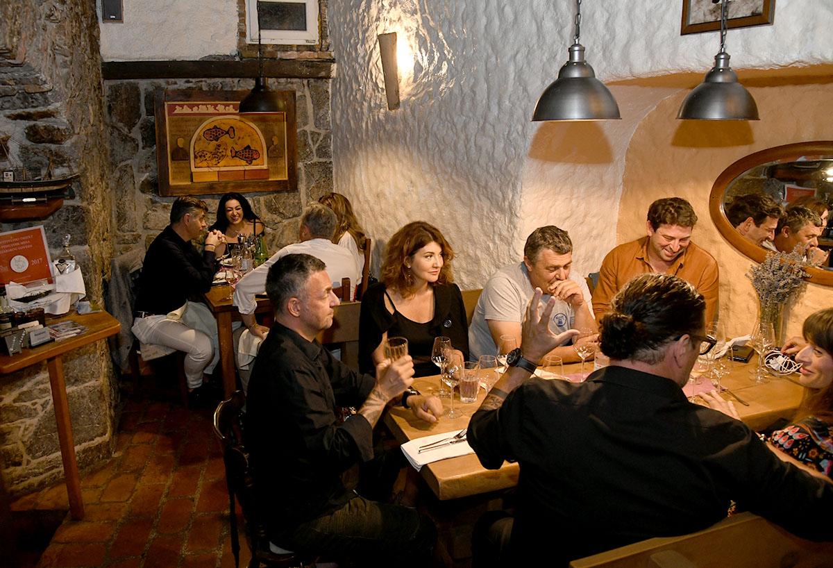 Odlična večer u Konobi Tramerka uz Sandija Cenova
