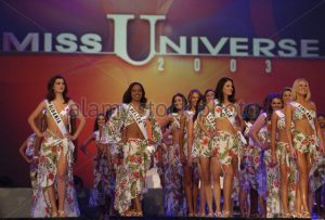 MISS UNIVERSE DELEGATES STAND AT START OF 2003 PAGEANT IN PANAMA CITY.