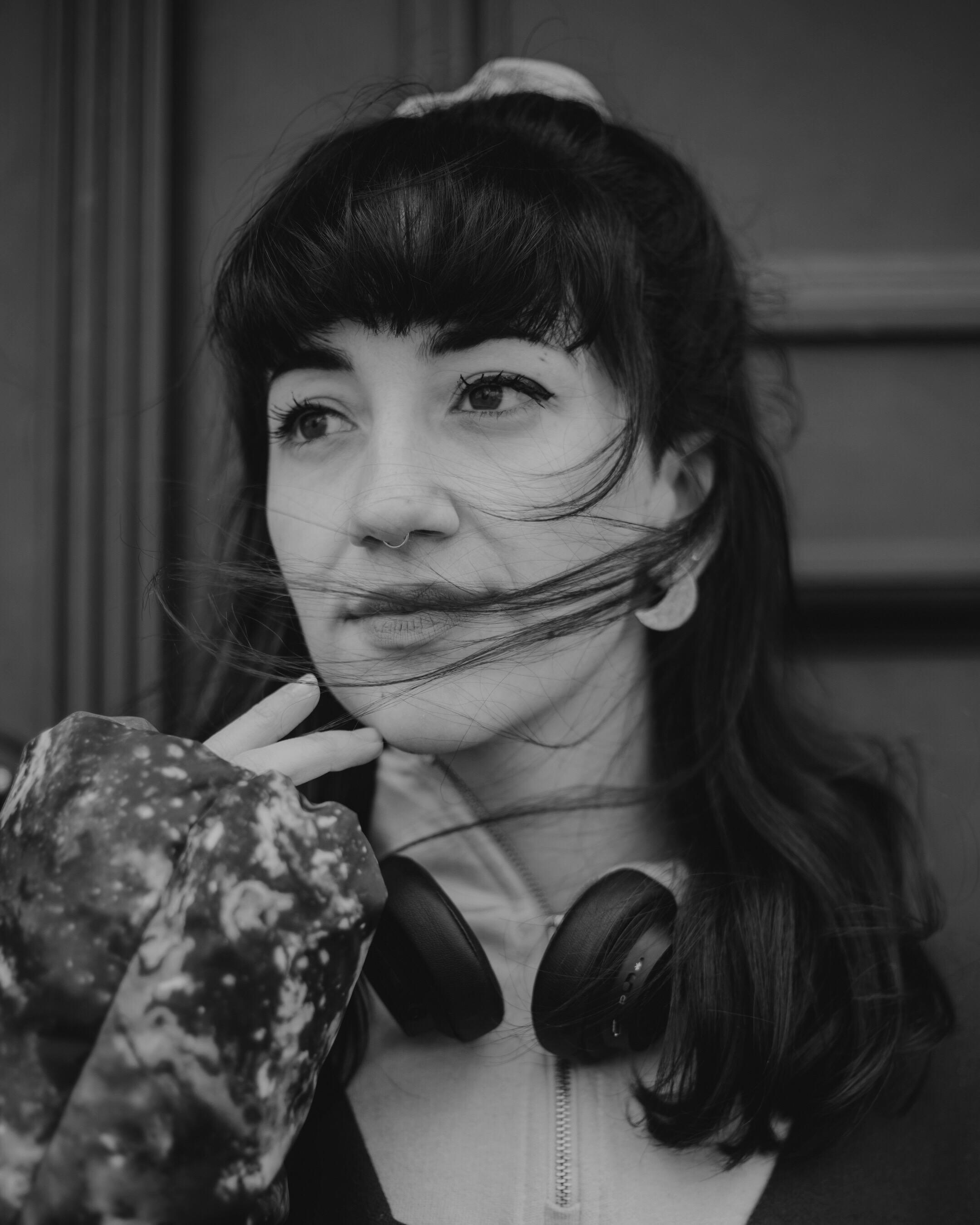 """Lucija Jakelić: """"Želim aktivno promicati prave vrijednosti i vrijeme u kojem si dopuštaš da to osjetiš kao osoba od krvi i mesa, a ne šminke i plastike."""""""