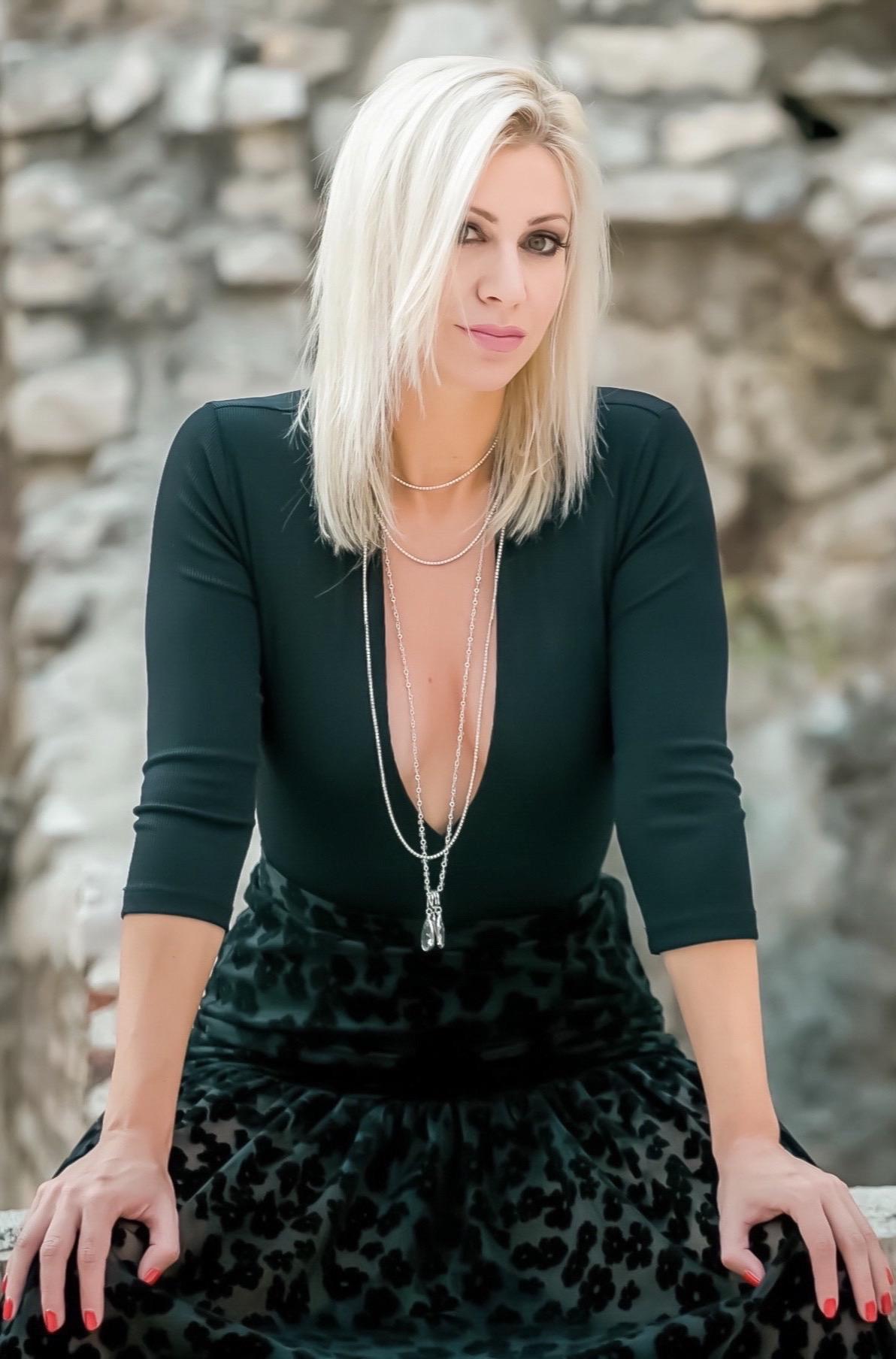 """Martina Majerle i klapa Tić snimili spot za uspješnicu ovogodišnjeg Mika """"Dajen ti besedu"""""""