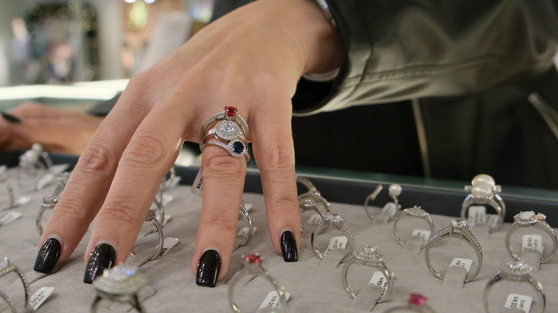 Extravagant shopping: Högl i De'llure