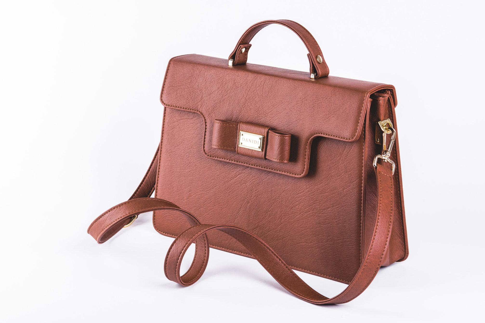 DANIDI je ekskluzivno predstavio najnoviji proizvod iz svoje tvornice - elegantnu poslovnu torbu za žene sa stavom!