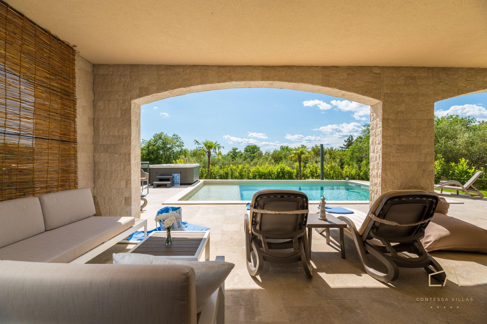 Predstavljamo vam predivnu Villa Loma 1***** s pogledom i bazenom na Krku