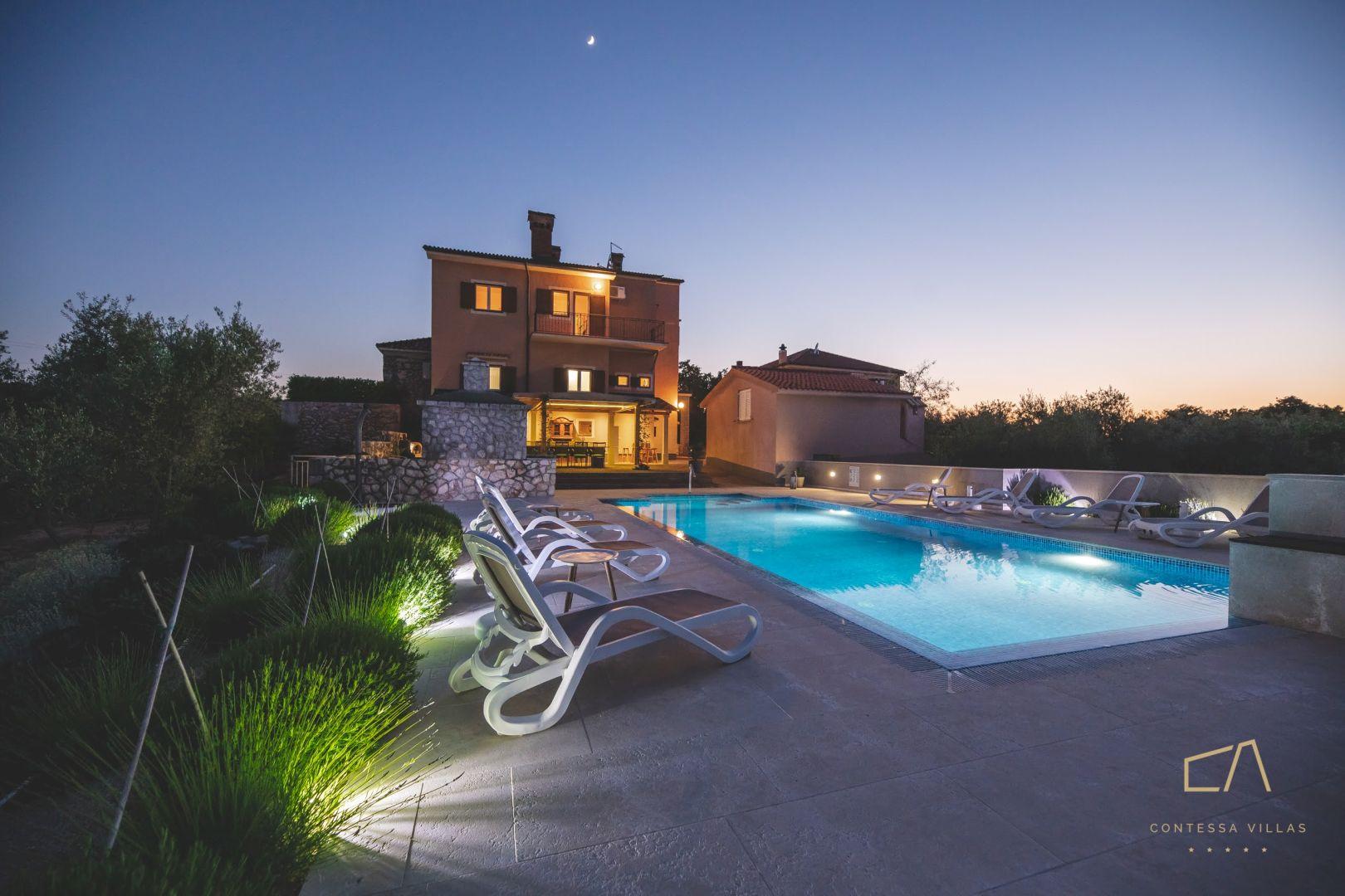 Predstavljamo vam Villu Jele***** s bazenom i konobom u mirnom okruženju na Krku