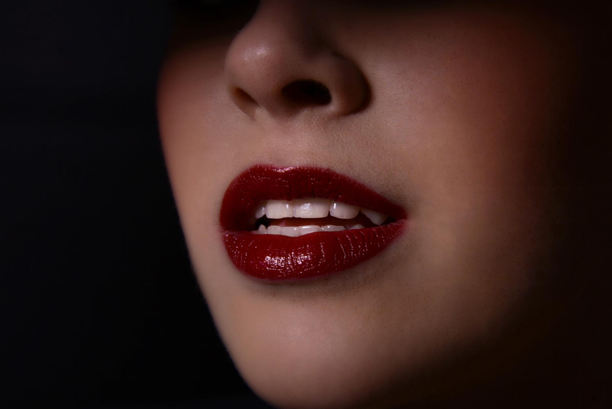 DANIEL BEAUTY: kako pravilno nanijeti ruž na usne?