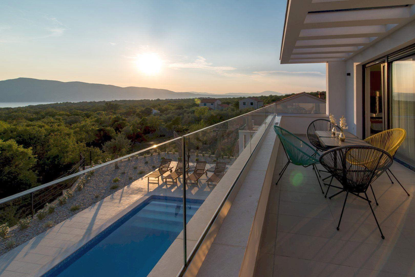 Moderna Villa Viktorija s pogledom na more i bazenom na Krku