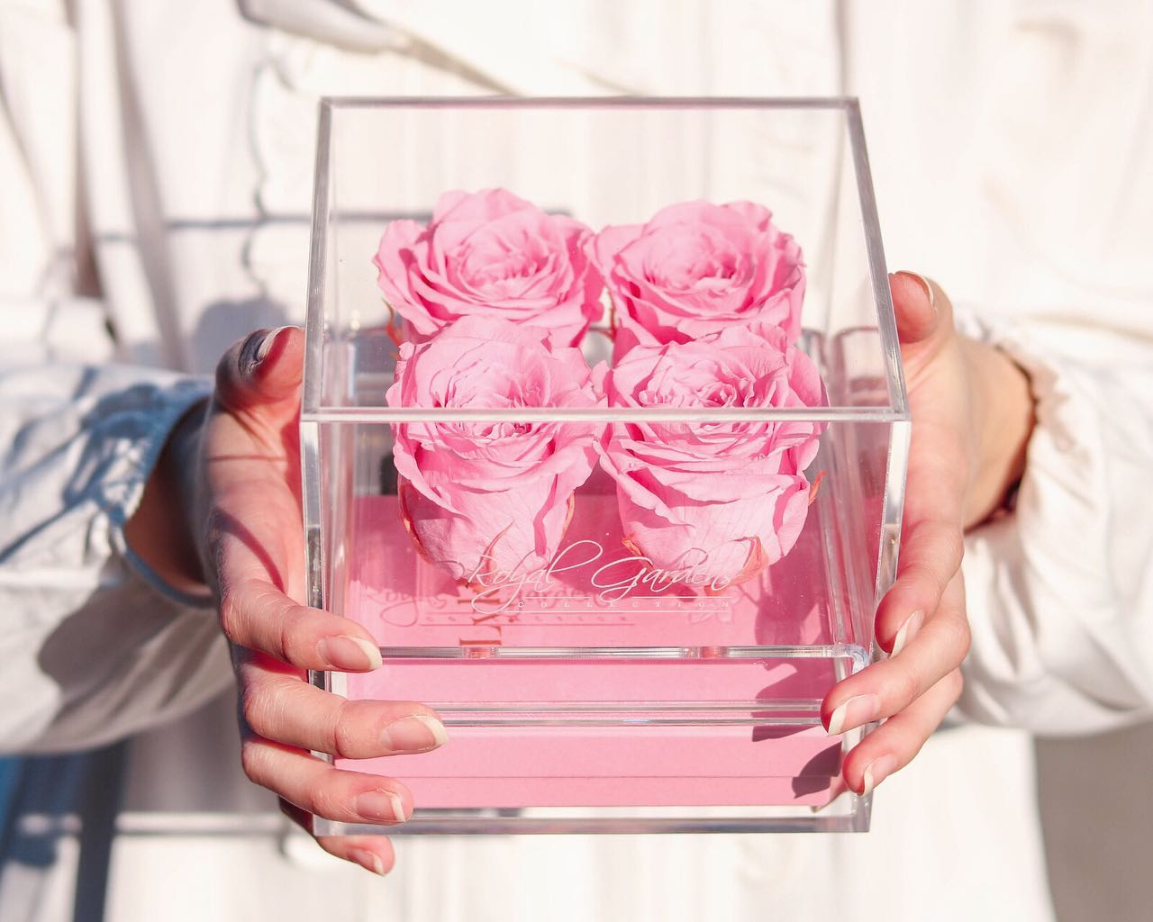 Sve žene koje vole cvijeće, nakit i parfeme oduševit će se ovim poklonom!