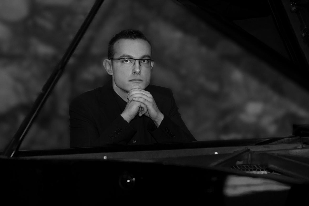 """Pijanist Mateo Žmak: """"Svirajući pop, blues, jazz, folk i sevdah, izgradio sam se u glazbenika kojemu ništa nije strano"""""""