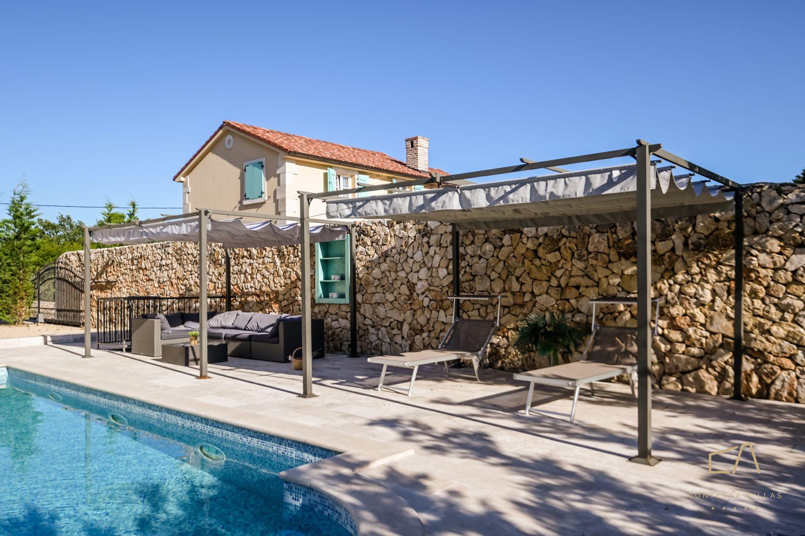 Tradicionalna Villa Plasa**** s vanjskim bazenom na Krku
