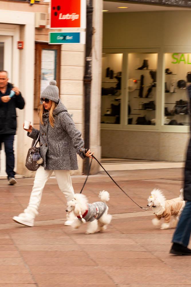 Extravagant streetstyle: jedna dama i dvije stylish skitnice