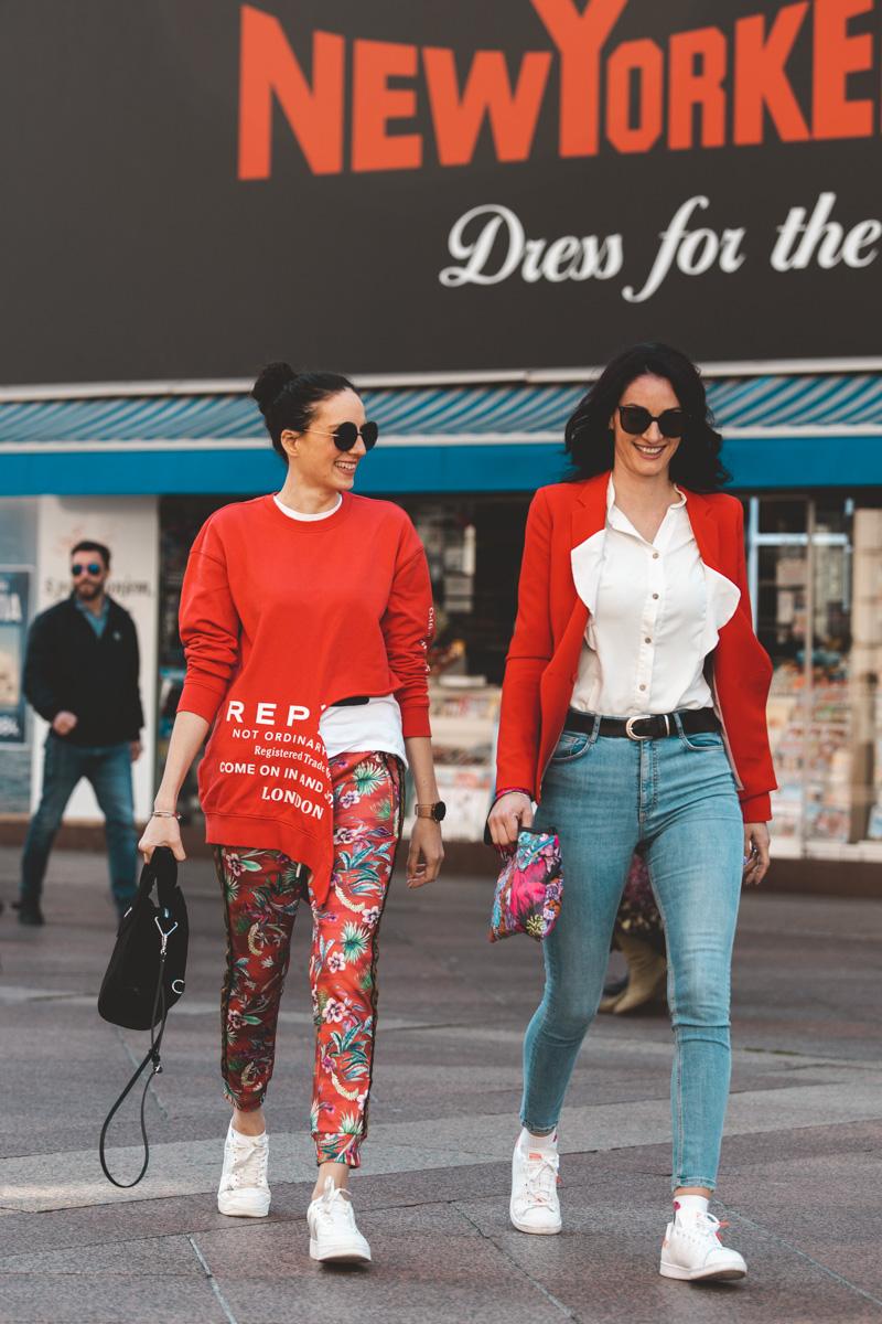 Extravagant streetstyle: lijepe žene prolaze kroz grad