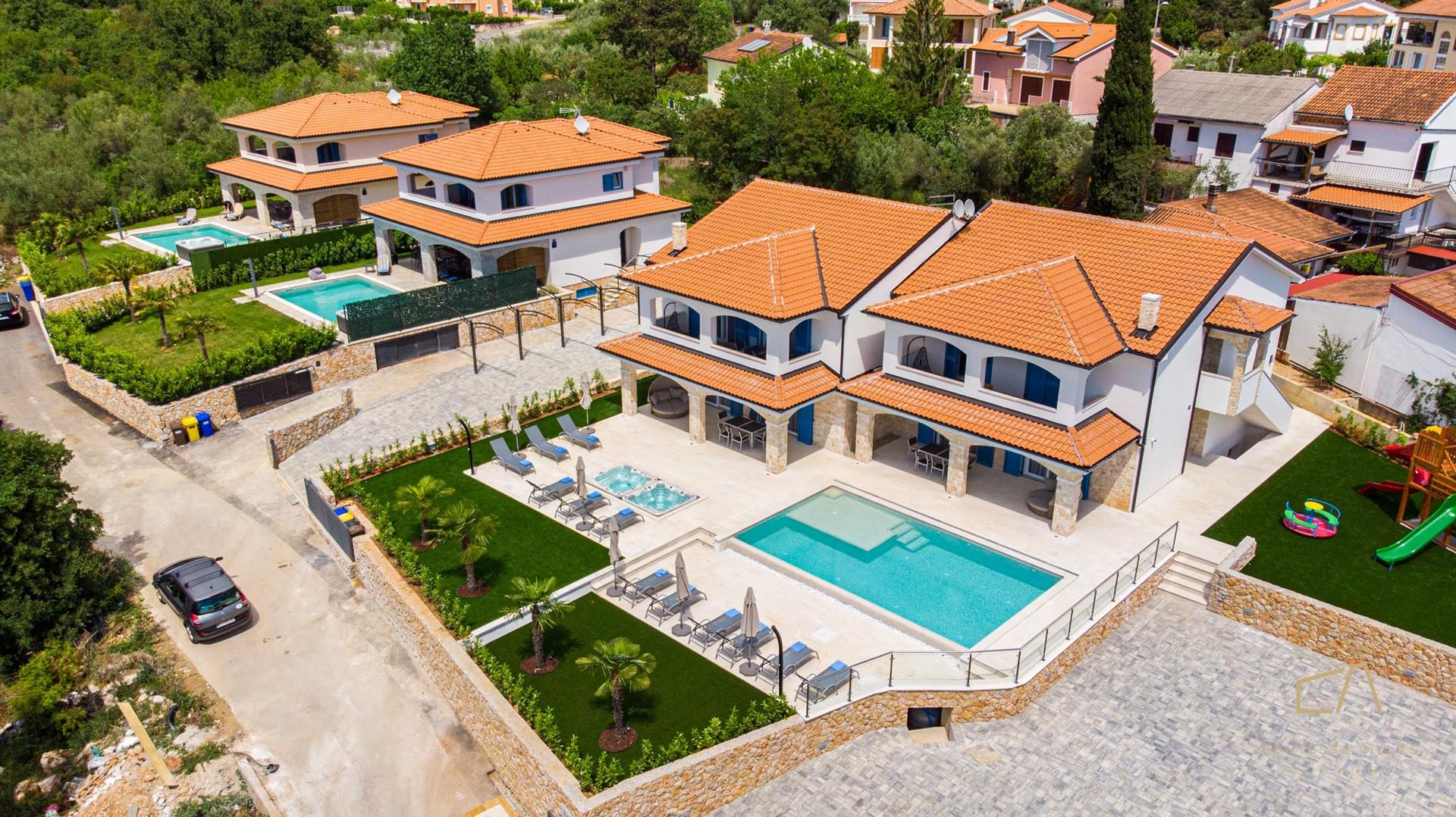 Contessa Villas vas vodi u Malinsku na Zlatni otok Krk koji uživa u nebrojenim sunčanim satima