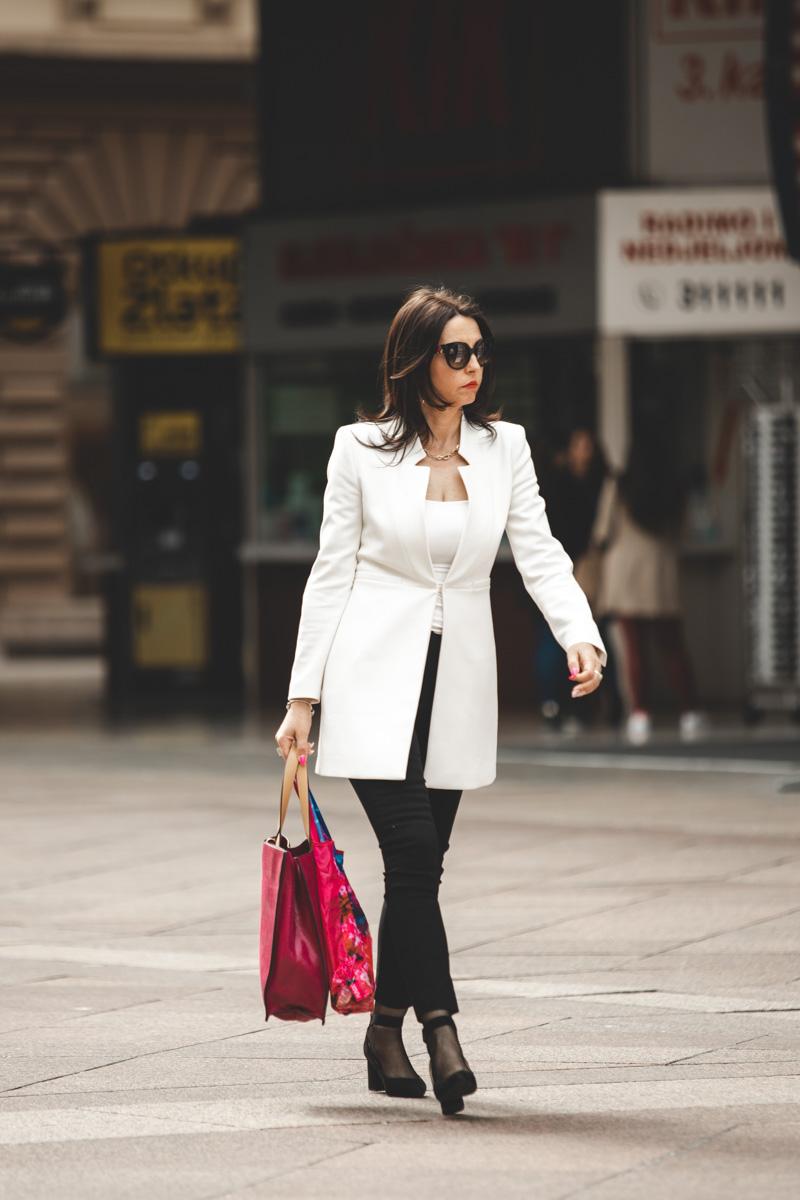 Extravagant streetstyle: crno-bijela elegancija