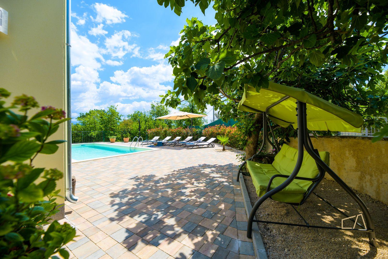 Ako tražite privatnu oazu mira i tišine, a sve to još i blizu mora, pripremite se... U agenciji Contessa Villas znaju kako vas zadiviti !