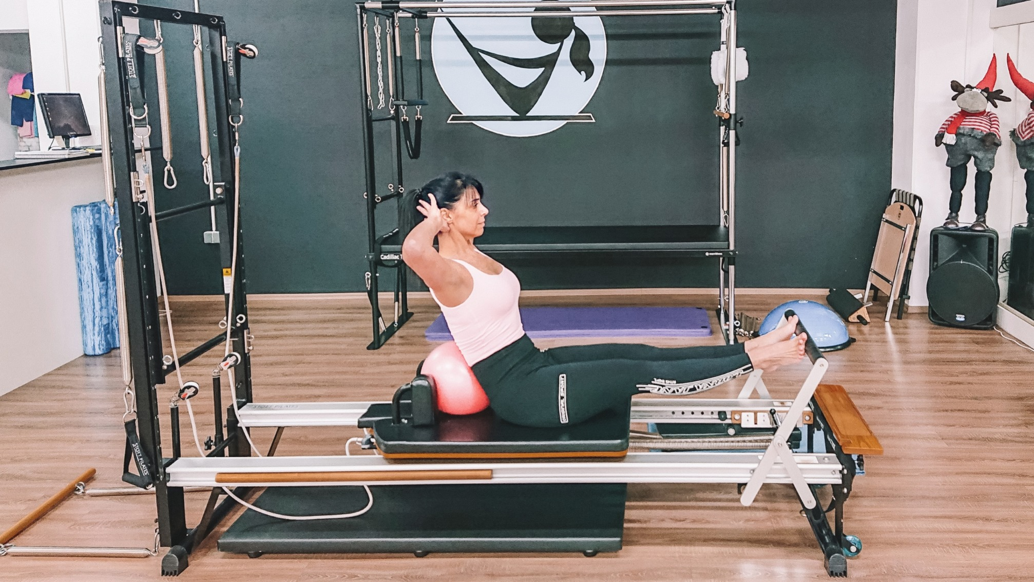 Konačno se vraćamo u dvoranu gdje Jennifer Glumac nastavlja s treninzima na Pilates spravama