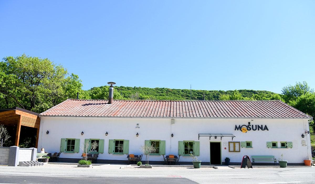 """Nekada diskoteka, a danas gastro oaza: restoran """"Mošuna"""" u Dragi Bašćanskoj"""