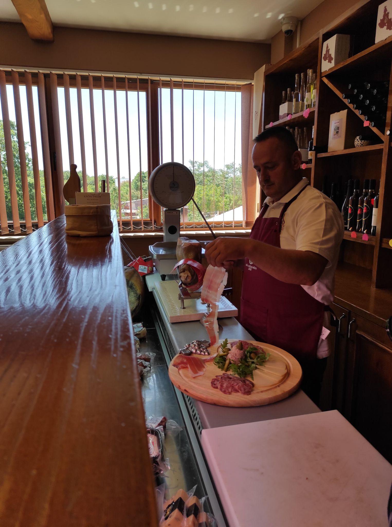 Posjetili smo odličnu gastro destinaciju na otoku Krku; Kuća krčkog pršuta Žužić