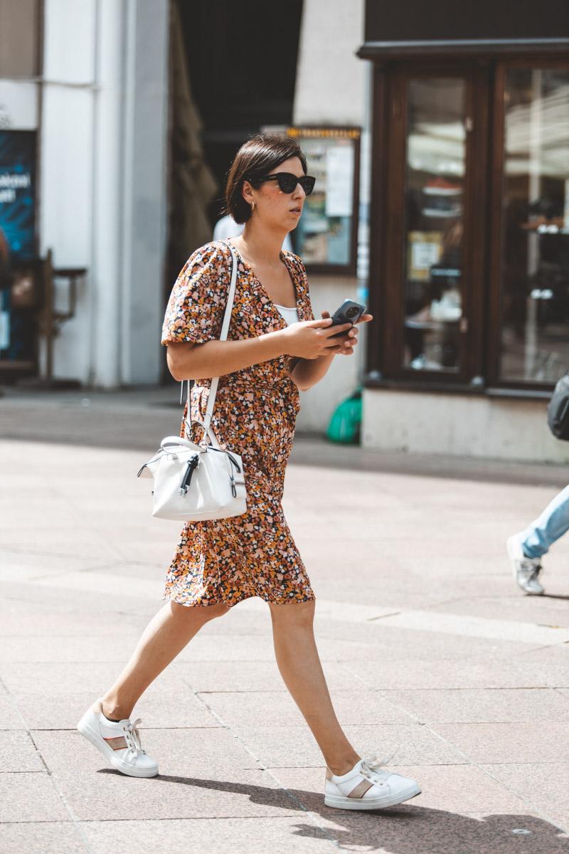 Extravagant streetstyle: haljina s puf rukavima je hit