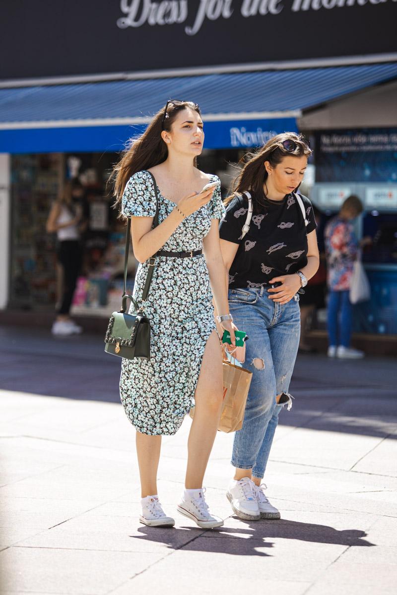 Extravagant streetstyle: volimo haljine s prorezom