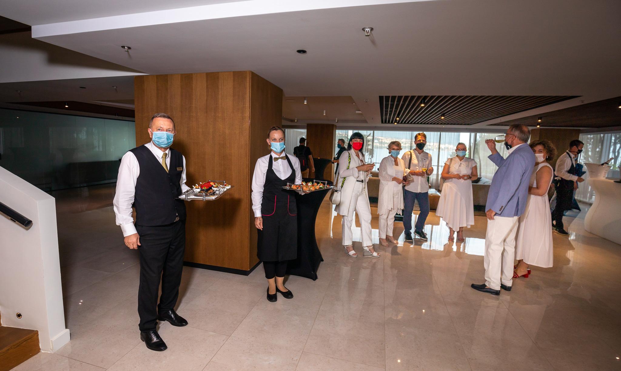 Najljepši event ovoga ljeta održao se na terasi hotela Kvarner povodom otvorenja Poliklinike Poliderma u Hotelu Ambasador