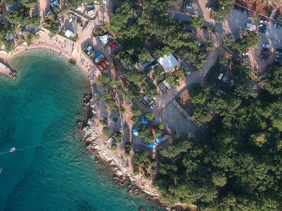 Beach bar Puntalokve je mjesto gdje se možete najbolje opustiti u prirodnom okruženju
