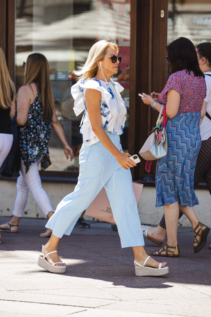 Extravagant streetstyle: blue styling