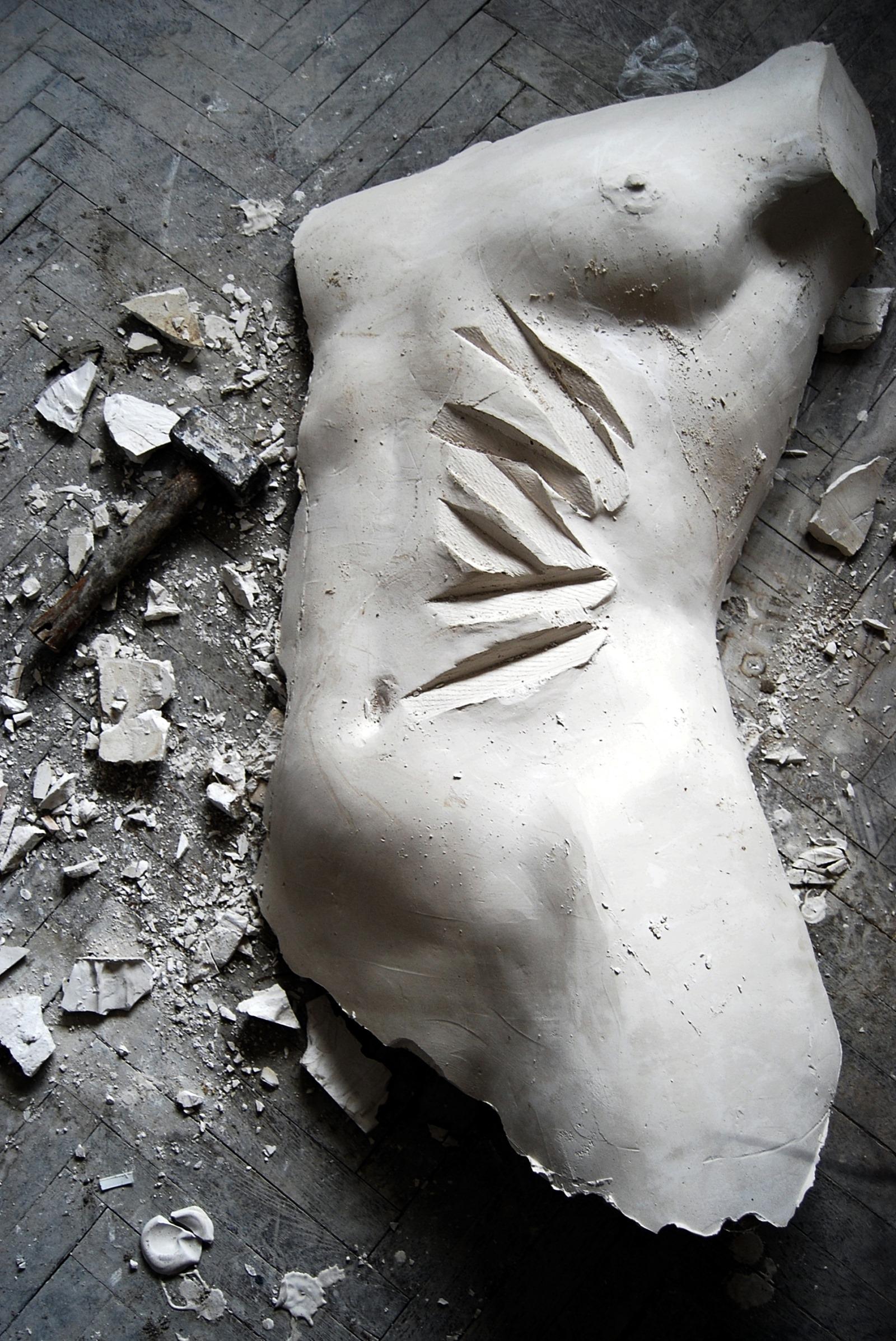 """Kiparica i slikarica Georgette Yvette Ponté: """"Kroz torzo žene može se ispričati bezbroj priča, jer je ona i u današnjem svijetu zatvorena u svom tijelu."""""""