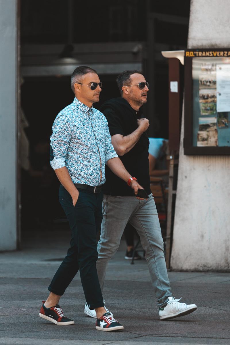 Extravagant streetstyle: men in colors