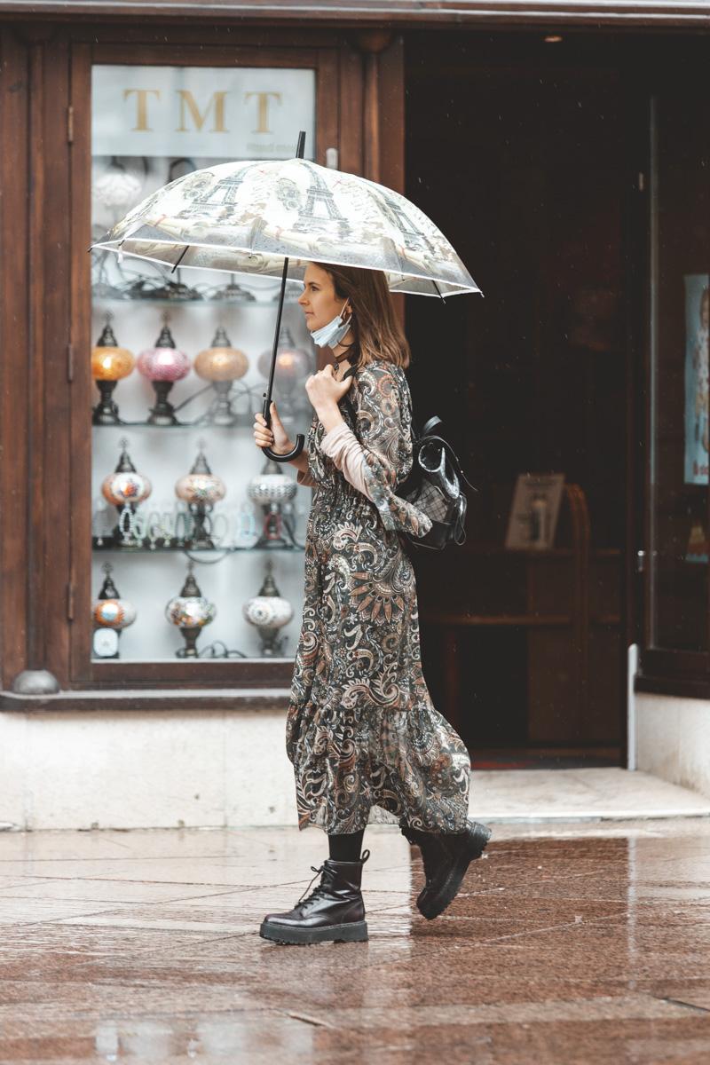 Extravagant streetstyle: ništa nam neće ovaj dan pokvariti, čak ni kiša