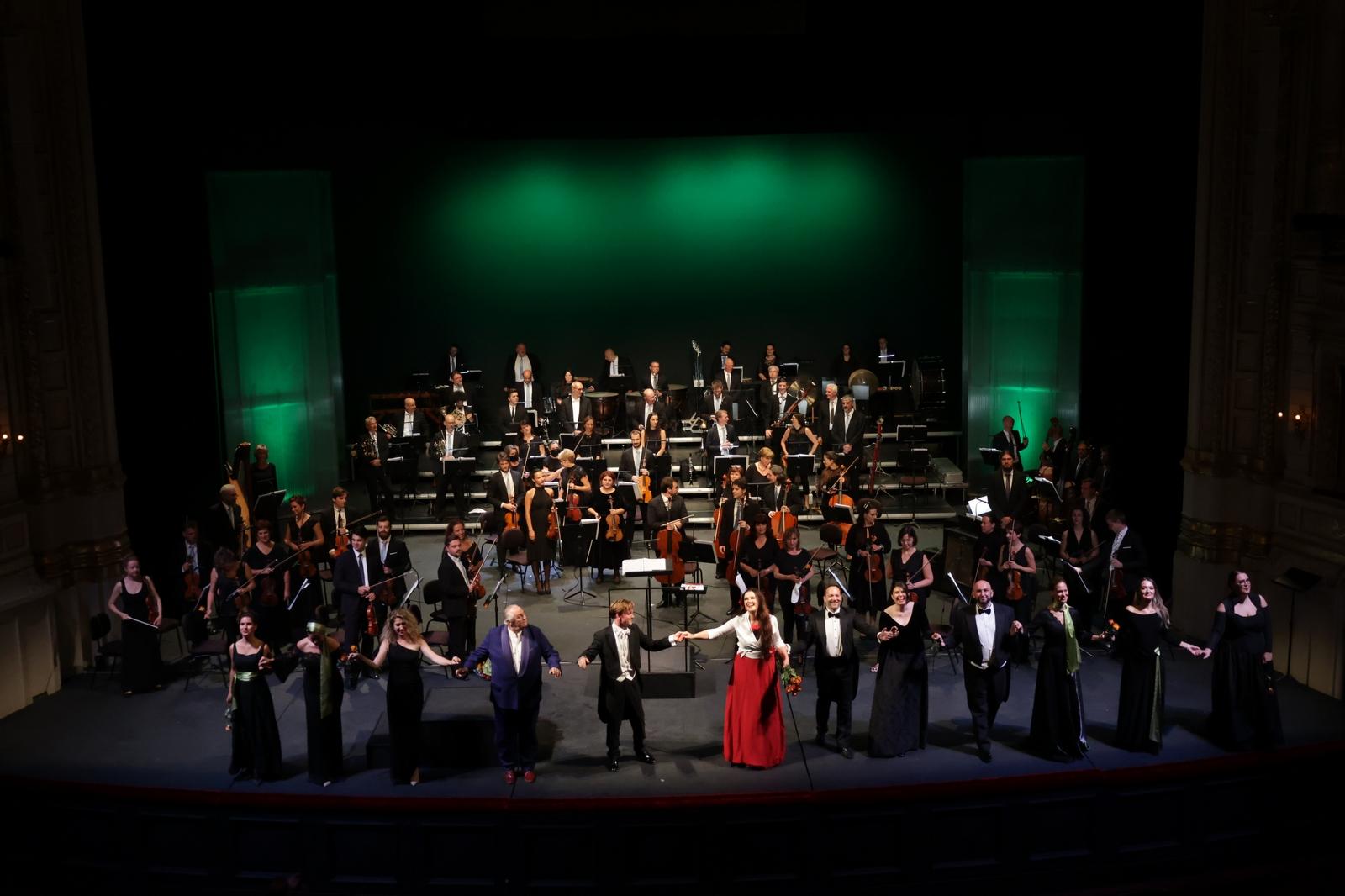 Otvorena koncertna sezona u riječkom HNK: publika na nogama ovacijama ispratila Maidu Hundeling i goste