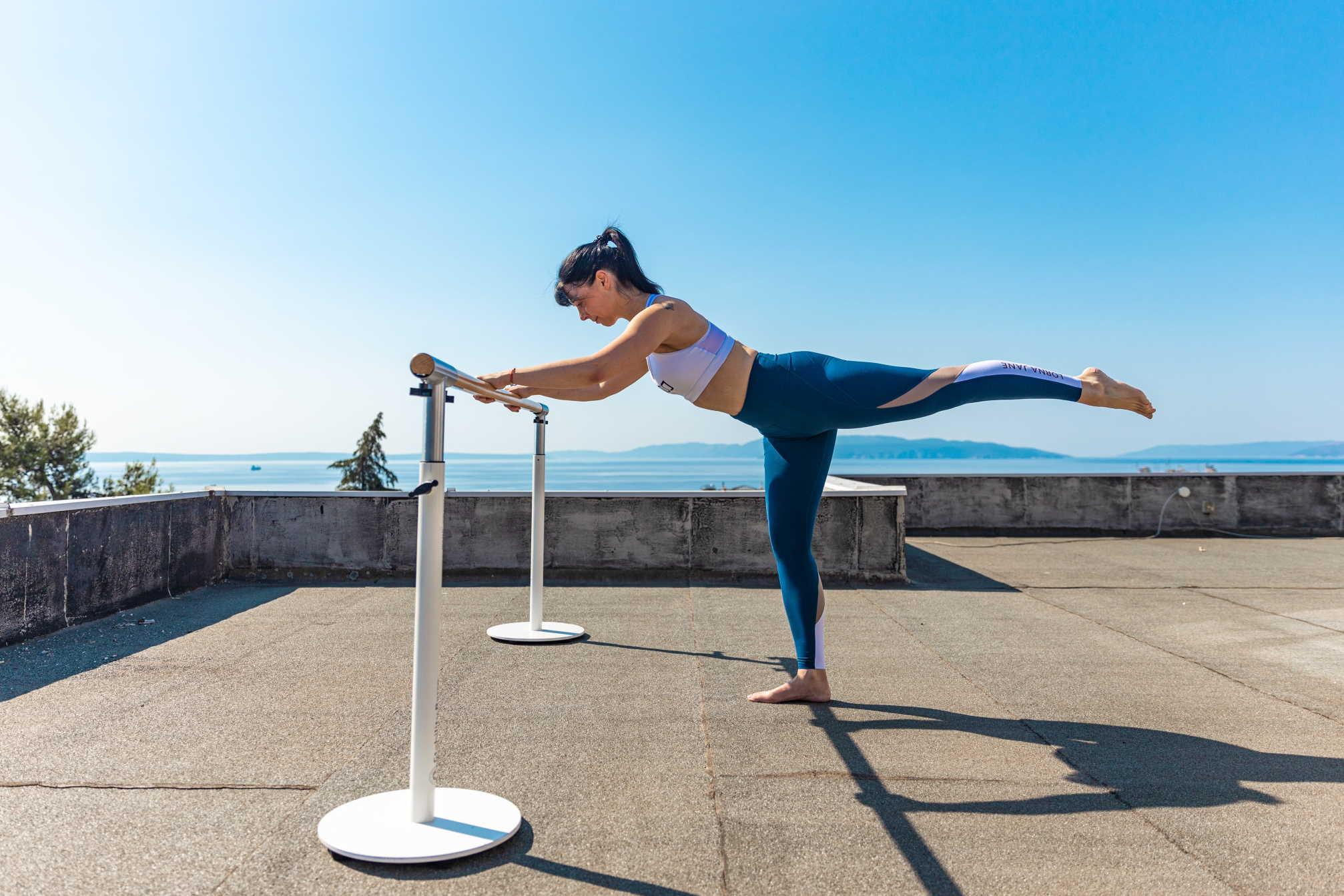 TOTAL BARRE™ jedan je od treninga koji možete vježbati na JENNY TV
